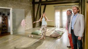 Andre e Michael scoprono che Rosalie ha sgomberato l'appartamento, Tempesta d'amore © ARD Christof Arnold