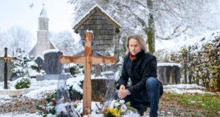 Michael sulla tomba di Romy, Tempesta d'amore © ARD Christof Arnold