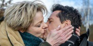 Linda bacia Dirk, Tempesta d'amore © ARD Christof Arnold (1)