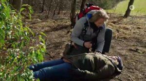 Michael soccorre Natascha, Tempesta d'amore © ARD (Screenshot)
