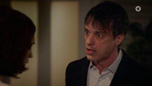 Robert scopre la lettera di Eva a Christoph, Tempesta d'amore © ARD Screenshot