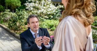 Christoph chiede ad Ariane di sposarlo, Tempesta d'amore © ARD Christof Arnold (1)