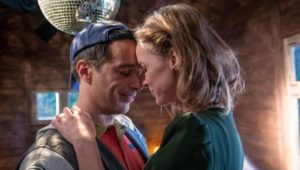 Robert organizza per Cornelia una serata a tema per ricordare la loro gioventù, Tempesta d'amore © ARD Christof Arnold