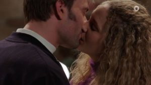 Steffen e Franzi si baciano, Tempesta d'amore © ARD Screenshot