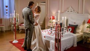 Tim e Franzi si preparano per la prima notte di nozze, Tempesta d'amore © ARD Christof Arnold