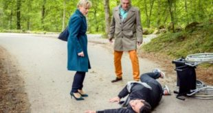 Andre-fa-cadere-Dirk-davanti-a-Linda-Tempesta-damore-©-ARD-Christof-Arnold-660x330 (2)