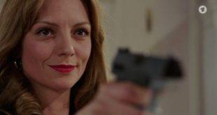 Ariane minaccia Christoph con una pistola 1, Tempesta d'amore © ARD (Screenshot)
