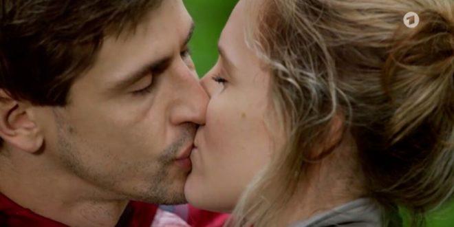 Paul e Michelle si baciano, Tempesta d'amore © ARD (Screenshot)