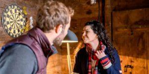 Shirin fa vedere a Florian il suo finto sfogo, Tempesta d'amore © ARD Christof Arnold