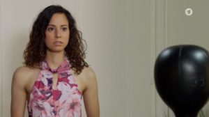 Vanessa indossa l'abito di Eva, Tempesta d'amore © ARD Screenshot