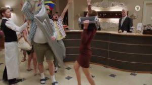 Cornelia prende il controllo della festa, Tempesta d'amore © ARD (Screenshot)