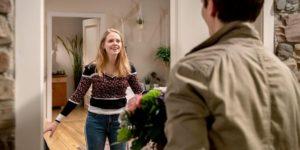 Joell si presenta a sorpresa da Lucy, Tempesta d'amore © ARD Christof Arnold
