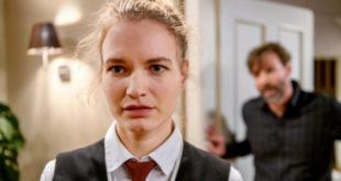 Maja sconvolta da suo padre Cornelius, Tempesta d'amore © ARD Christof Arnold