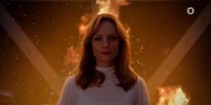 Ariane appicca il fuoco al garage del Furstenhof, Tempesta d'amore © ARD (Screenshot) 1