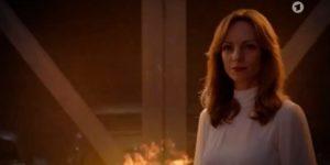 Ariane appicca il fuoco al garage del Furstenhof, Tempesta d'amore © ARD (Screenshot)
