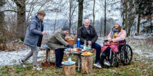 I Sonnbichler interrompono il picnic di Max e Vanessa, Tempesta d'amore © ARD Christof Arnold