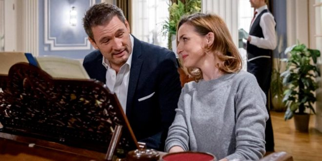 Christoph e Cornelia suonano insieme il piano, Tempesta d'amore © ARD Christof Arnold
