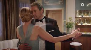 Christoph e Selina ballano insieme, Tempesta d'amore © ARD (Screenshot)