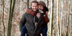 Florian aiuta Shirin nel bosco, Tempesta d'amore © ARD Christof Arnold (1)