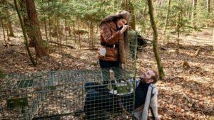 Shirin aiuta Florian con una trappola per lupi, Tempesta d'amore © ARD Christof Arnold