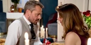 Erik chiede ad Ariane di sposarlo, Tempesta d'amore © ARD Christof Arnold