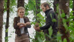 Florian e Maja trovano un manichino, Tempesta d'amore © ARD (Screenshot)
