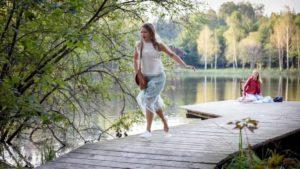 Franzi va all'appuntamento con Tim dopo essere caduta nel lago, Tempesta d'amore © ARD Christof Arnold