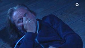 Michael colpito da Rosalie, Tempesta d'amore © ARD (Screenshot)