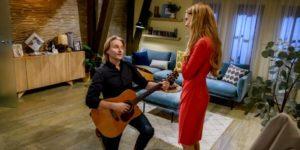 Michael fa una serenata a Rosalie, Tempesta d'amore © ARD Christof Arnold
