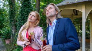 Rosalie e Michael vedono una scritta in cielo, Tempesta d'amore © ARD Christof Arnold