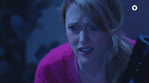 Rosalie scopre di aver colpito Michael, Tempesta d'amore © ARD (Screenshot)