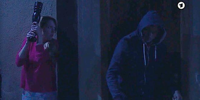 Rosalie si prepara a colpire Michael, Tempesta d'amore © ARD (Screenshot) (1)