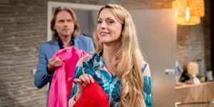 Rosalie si vendica di Michael tingendo il suo camice, Tempesta d'amore © ARD Christof Arnold
