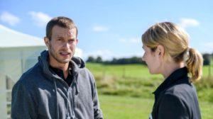 Tim capisce che Franzi è in pericolo e chiede ad Amelie di aiutarlo, Tempesta d'amore © ARD Christof Arnold