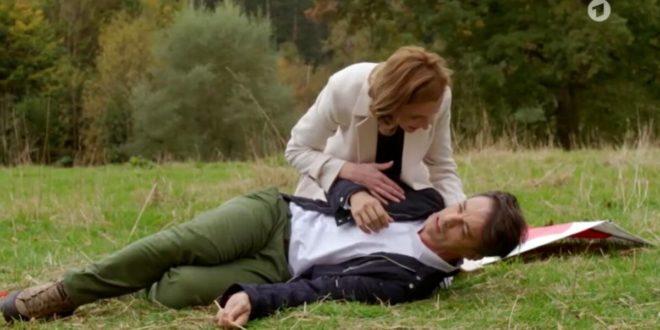 Cornelia soccorre Robert, Tempesta d'amore © ARD (Screenshot)