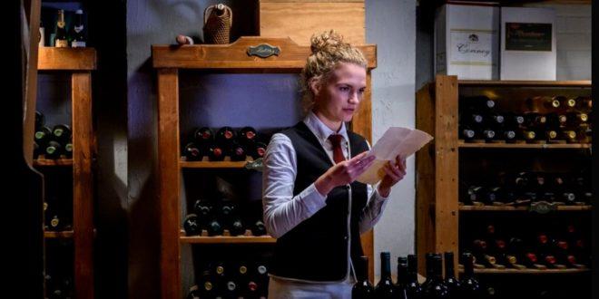 Maja trova un documento in cantina, Tempesta d'amore © ARD Christof Arnold (1)