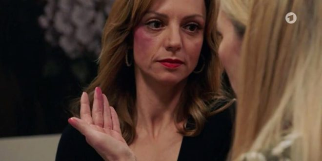 Selina scopre che Ariane l'ha ingannata, Tempesta d'amore © ARD (Screenshot)