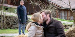 Christoph vede Selina baciare Cornelius, Tempesta d'amore © ARD Christof Arnold