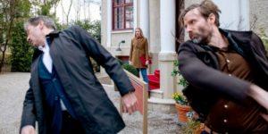 Cornelius colpisce Christoph davanti a Selina, Tempesta d'amore © ARD Christof Arnold