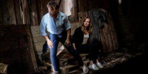 Robert e Ariane si svegliano in un casolare, Tempesta d'amore © ARD Christof Arnold (1)