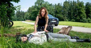 Ariane trova Cornelia priva di sensi, Tempesta d'amore © ARD Christof Arnold (1)