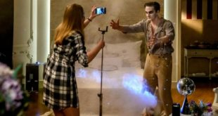 Lucy e Joell registrano un video, Tempesta d'amore © ARD/Christof Arnold