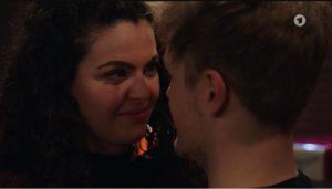 Shirin e Max si avvicinano, Tempesta d'amore © ARD (Screenshot)