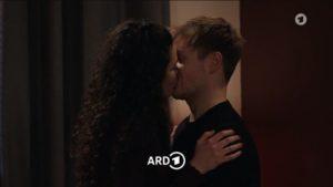 Shirin e Max si baciano, Tempesta d'amore © ARD (Screenshot)