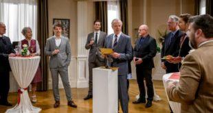 Werner annuncia il vincitore del concorso di cucina, Tempesta d'amore © ARD Christof Arnold (1)